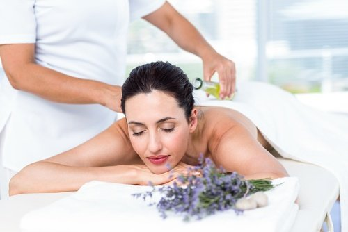 The use of essential oils for massage